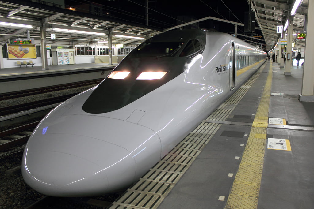 SHINKANSEN (CC BY 2.0) t-mizo https://www.flickr.com/photos/tmizo/5862873309